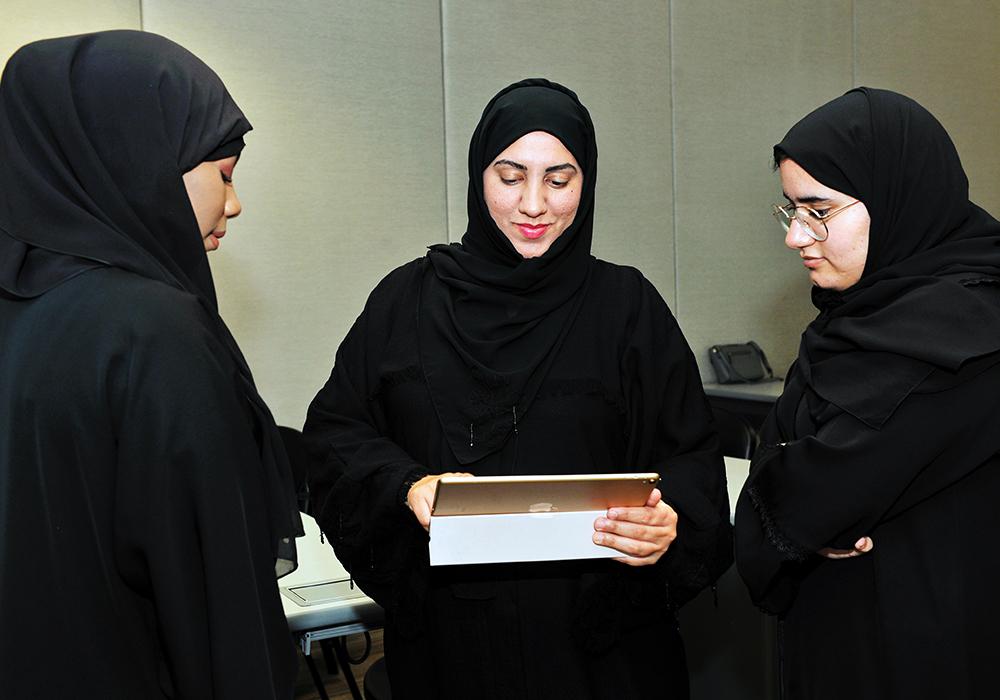 ad7c916fc22f1 جامعة الإمارات تعزز مفاهيم التعليم المتنقل لطلبتها